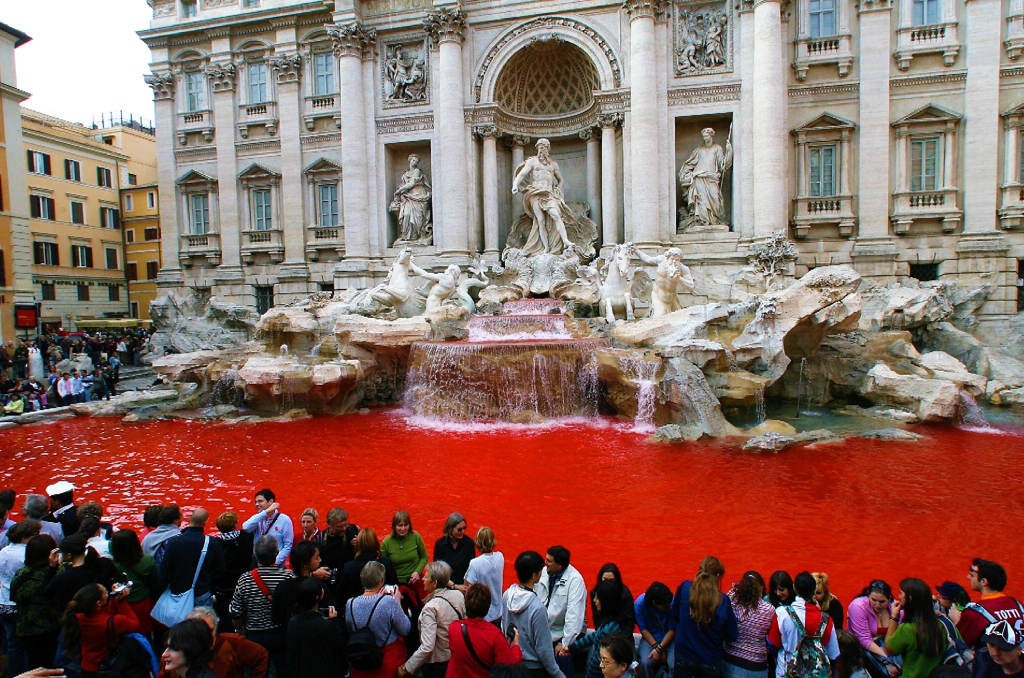 Trevi turned red