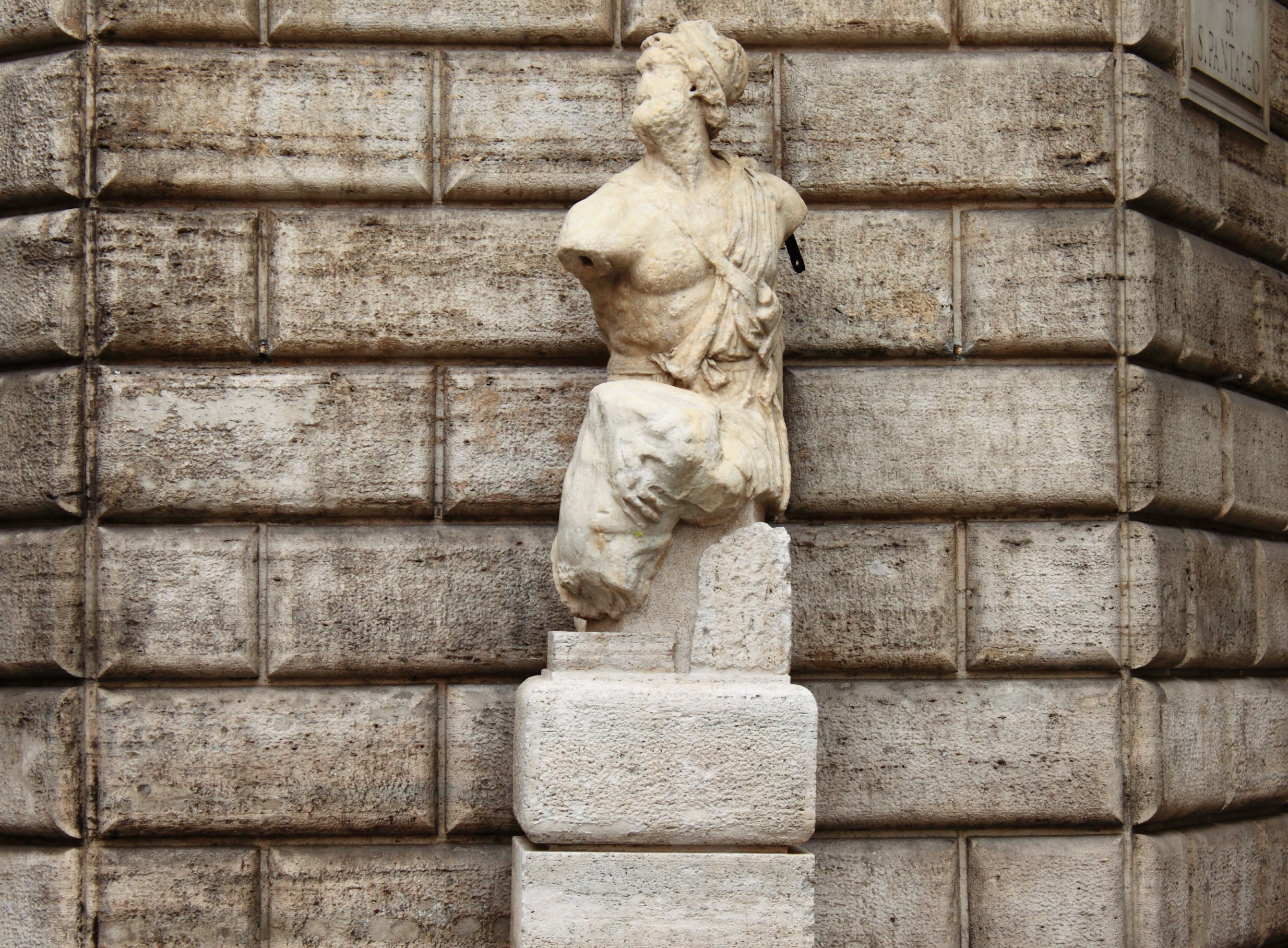 What Are The Talking Statues of Rome and All About Them