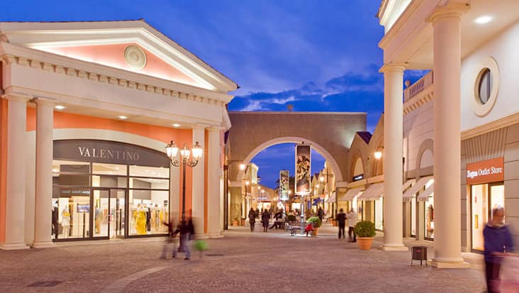 The entrance of McArthur Glenn Outlet