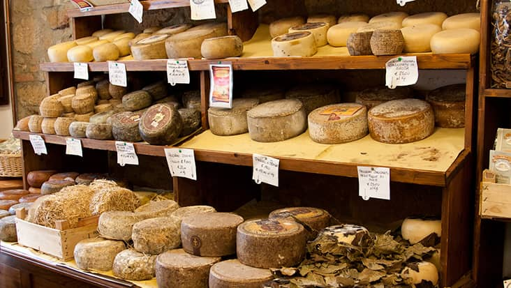 images/tours/cities/pienza-cheese_display.jpg