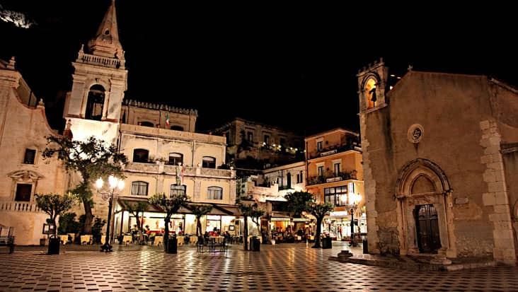 images/tours/cities/taormina-by-night.jpg